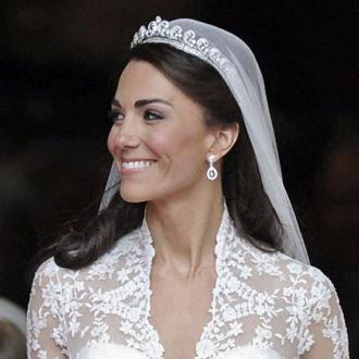 kate middleton boda primer plano cara y escote con corona