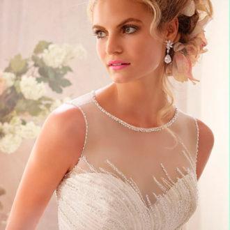 novia con vestido con escote ilusión