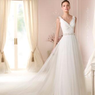 novia con vestido con escote en V