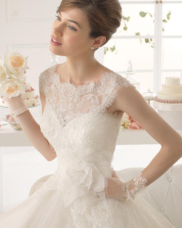 Vestidos de novia con encaje en el pecho