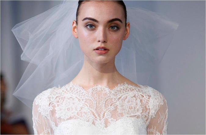 detalle del encaje en pecho y escote de vestido de novia