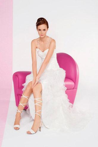 novia con vestido corto Baeli de Cymbeline