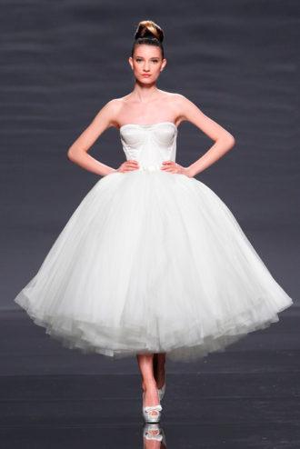 novia con vestido corto Epico de Rosa Clará