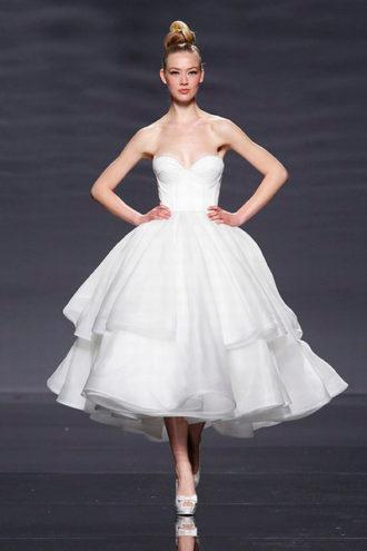 novia con vestido corto Erudito de Rosa Clará
