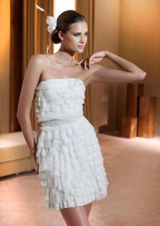 novia con vestido corto Finlandia de Pronovias