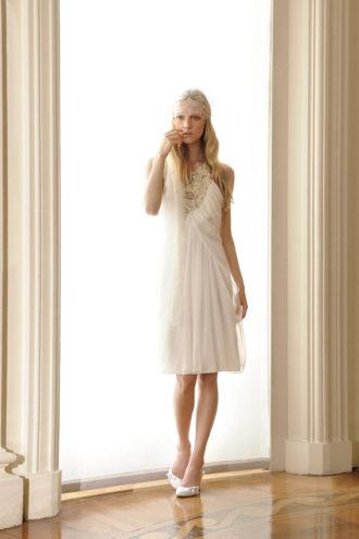 novia con vestido corto Gardenia de Alberta Ferreti