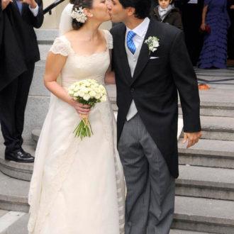 Mai Meneses y Eduardo Baeza besándose después de su boda