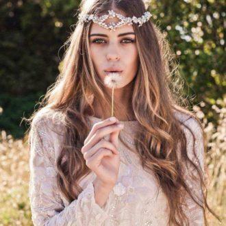 novia con el pelo suelto morena