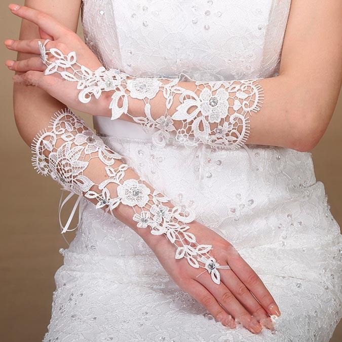 novia con guantes de aire romántico