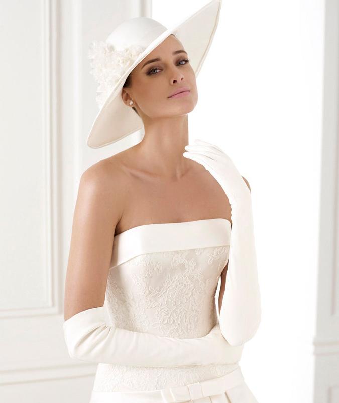 novia con guantes sencillos