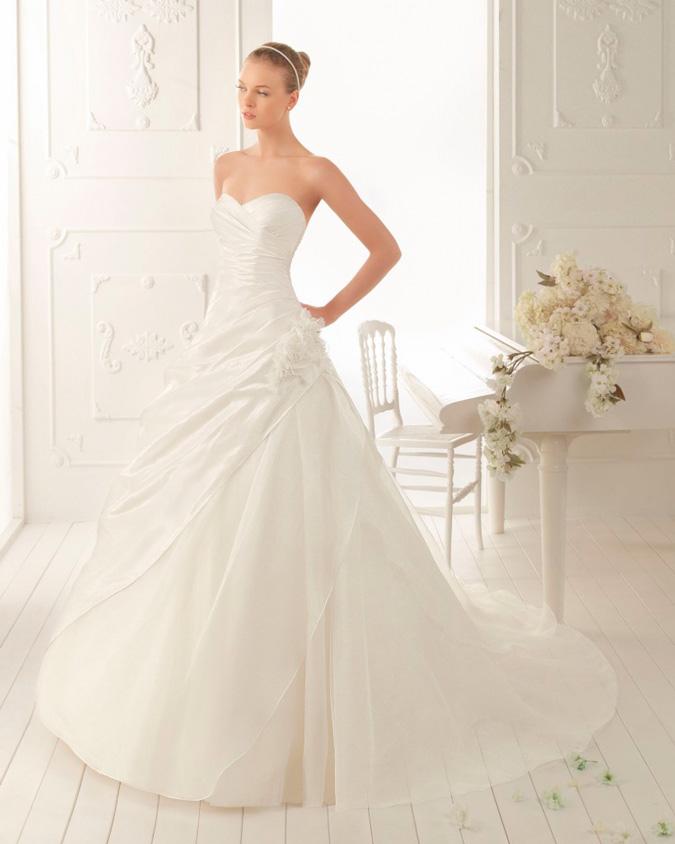 novia clásica con vestido de Aire Barcelona