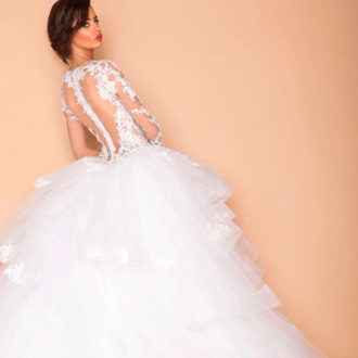 novia con vestido de tul y transparencias