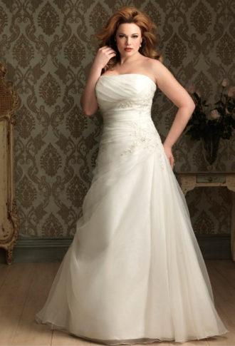 novia rellenita con vestido strapless
