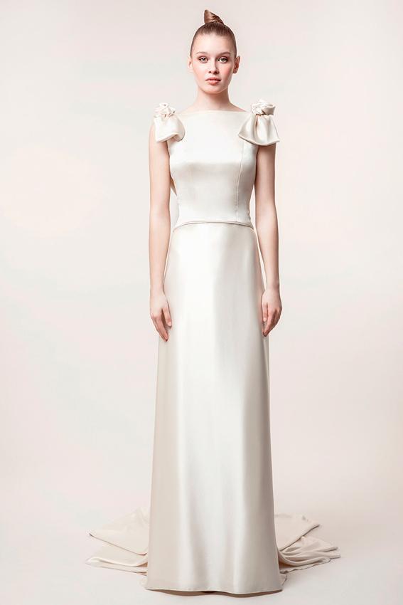 novia con vestido de satén de seda