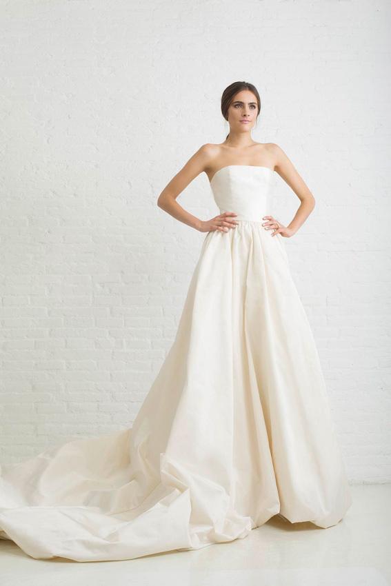 novia con vestido de tafetán de seda