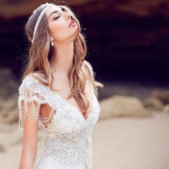 novia con look bohemio, vestido con pedrería