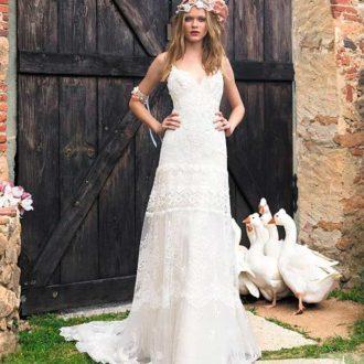 novia con look bohemio con corona de flores