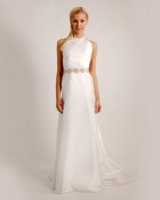 novia con vestido de inspiración griega de Saint John