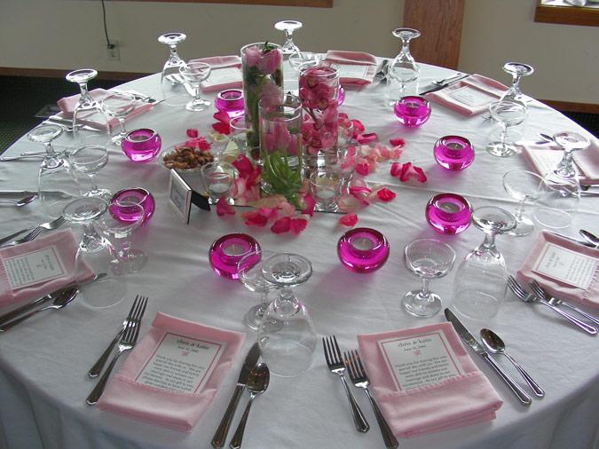 decoración de mesa de boda en color rosa