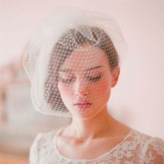 novia con velo birdcage