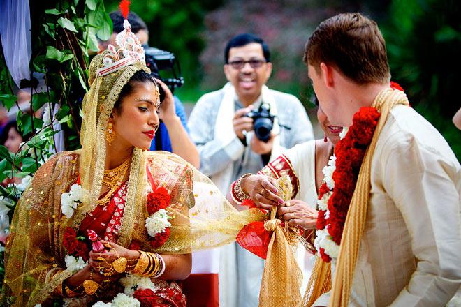 boda multicultural por el rito hindú