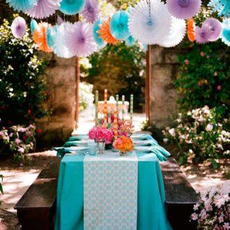 mesa de boda decorada de manera infantil