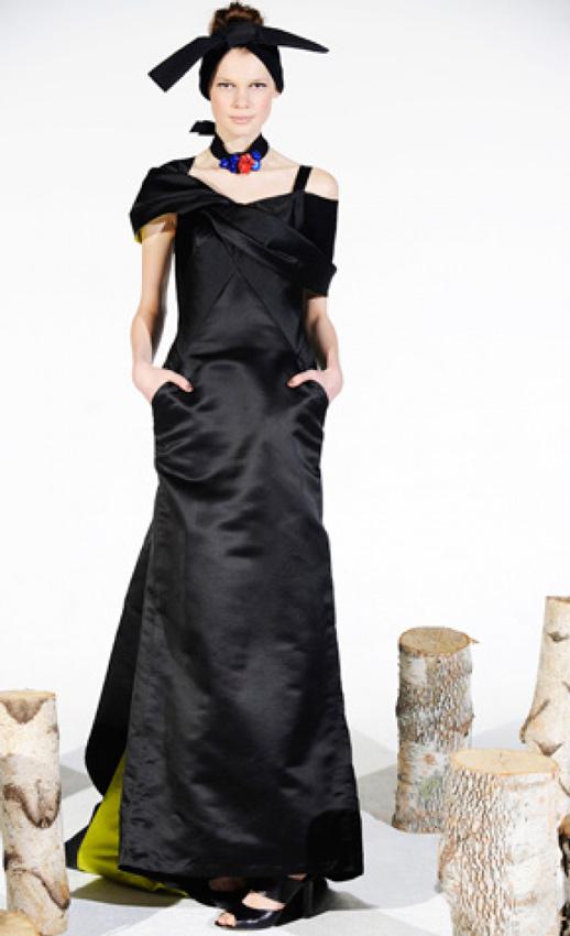 novia con vestido de estilo oriental en color negro koi suwannagate