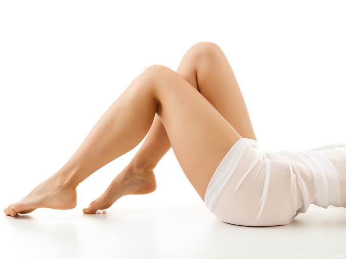 novia con piernas libres de imperfecciones
