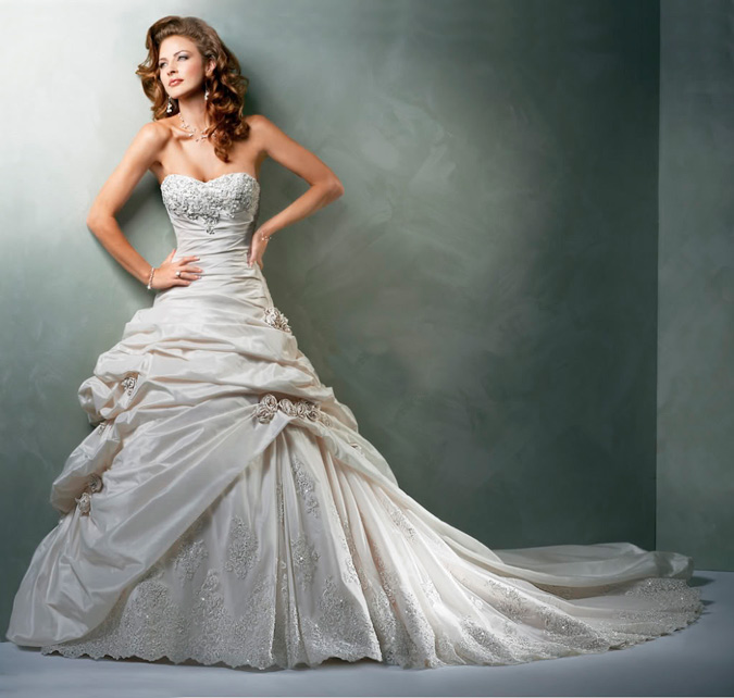 novia con vestido de Maggie Sottero