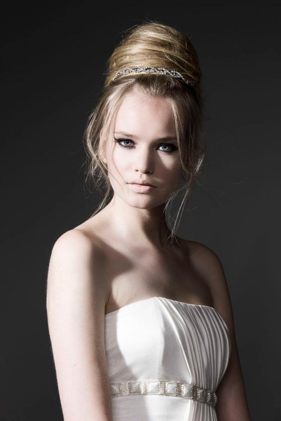 novia con moño alto estilo princesa