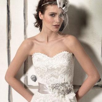novia con vestido strapless de escote corazón de Justin Alexander