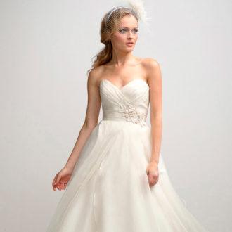 novia con vestido con escote corazón