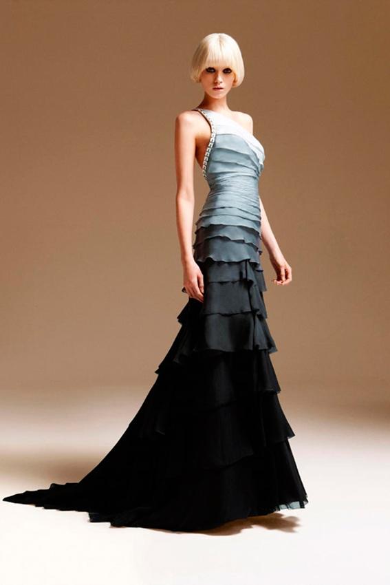 novia con vestido degradado de gris a negro de Versace