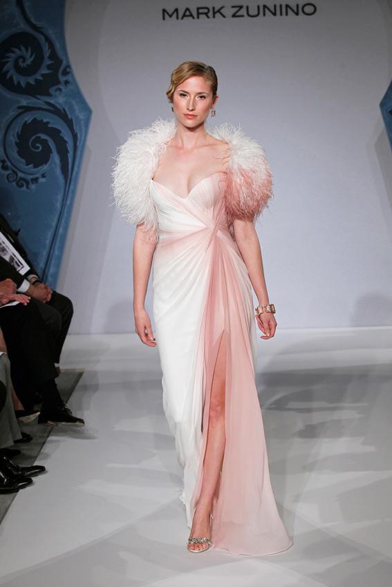 novia con vestido degradado de Mark Zunino en pasarela