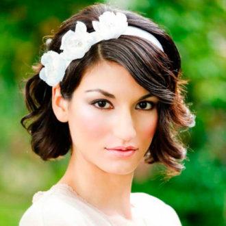 novia con pelo corto, peinado con diadema