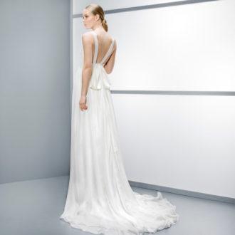 vestido de novia con escote en la espalda 6