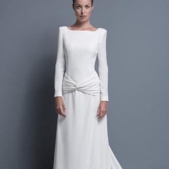 novia con vestido minimalista de manga larga de Colour Nude