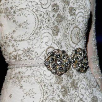 vestido de novia cubierto de pedrería de Jesús Peiró
