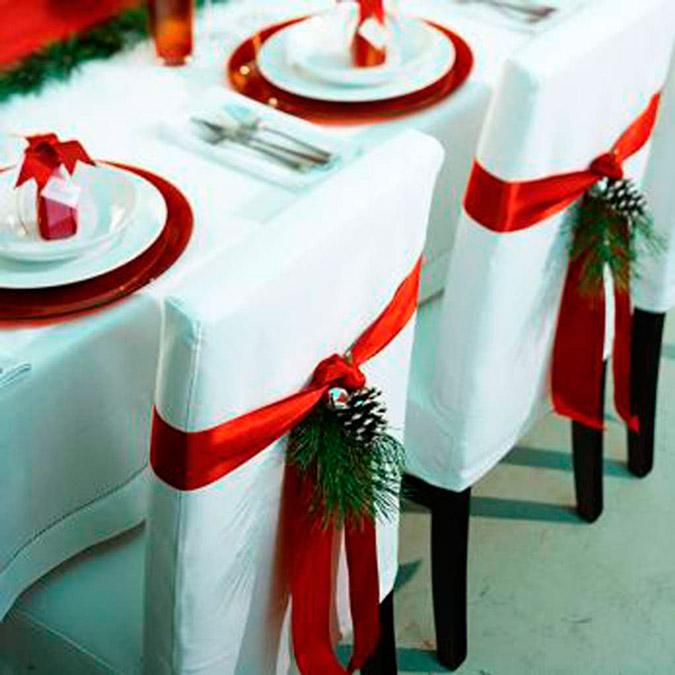 detalle de la decoración de una boda en Navidad en color rojo y blanco