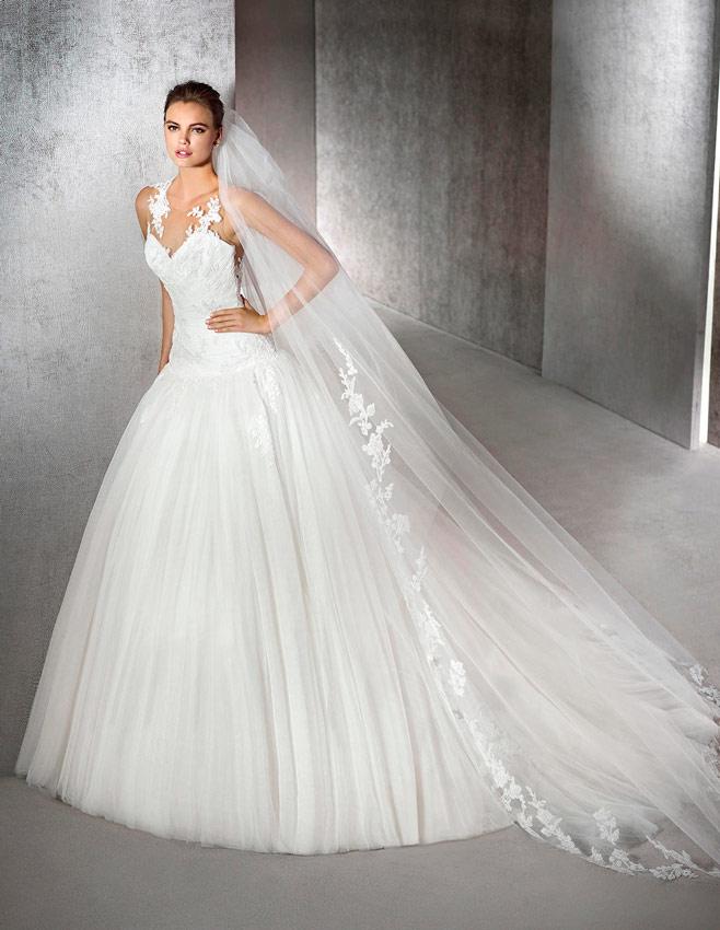 ccdba3b136 novia con vestido estilo princesa de San Patrick