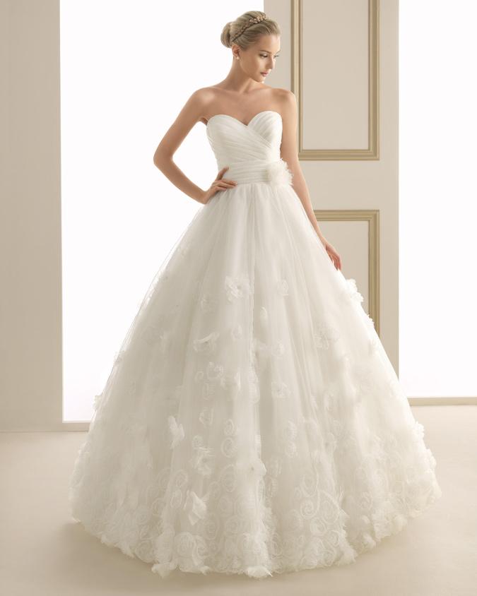 6fa39e2e1 novia con vestido estilo princesa de Luna Novias