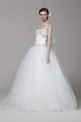 novia con vestido estilo princesa de Marchesa