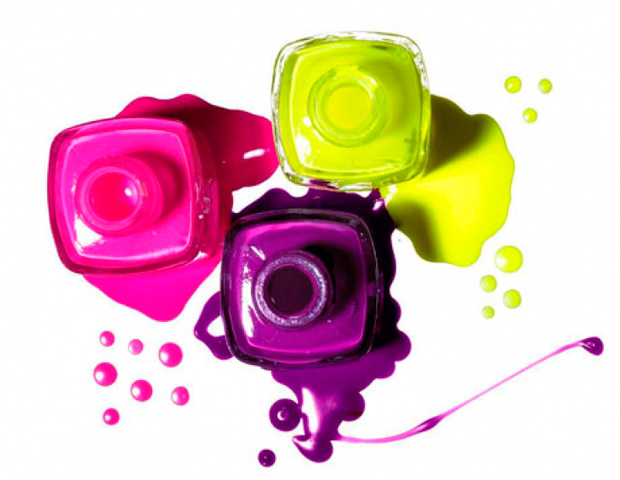 diferentes tonalidades de esmalte de uñas