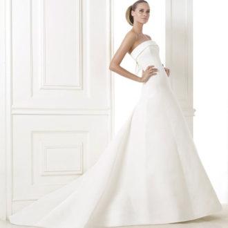 palabra de honor vestido de novia con cola