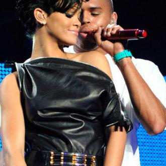 Rihanna y Chris Brown en concierto juntos y acaramelados
