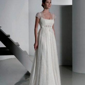 novia con vestido de corte imperio con bolero