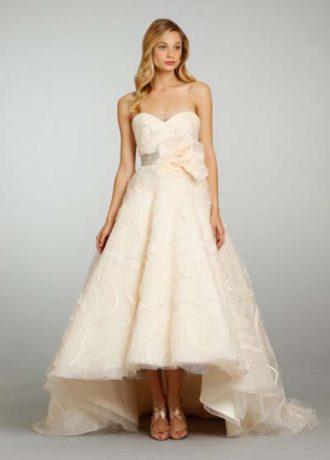 vestido de novia en tono durazno