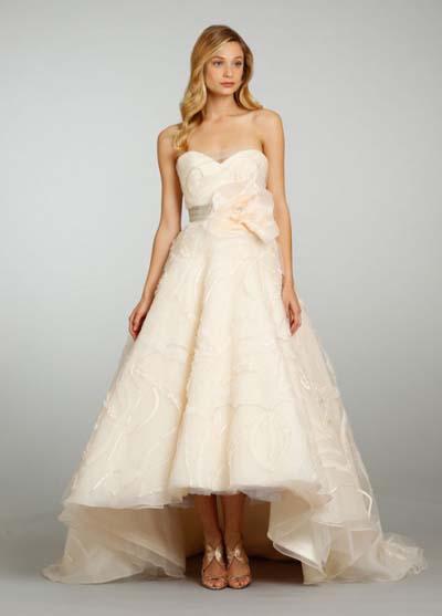 6f1f76ddce Vestidos de novia en tonos durazno para la primavera de 2013