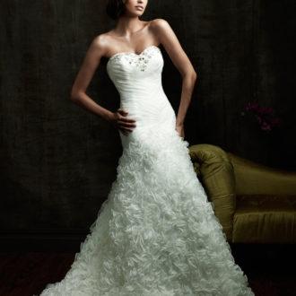 novia con vestido texturizado en falda