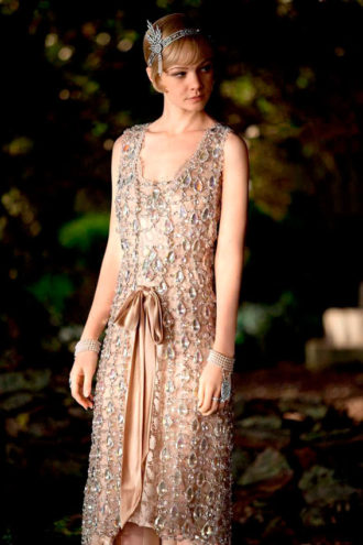 Carey Mulligan interpretando a Daisy Buchanan